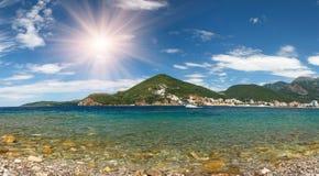 Взгляд на budva riviera от острова Sveti Nikola в летнем времени Черногория стоковые изображения rf