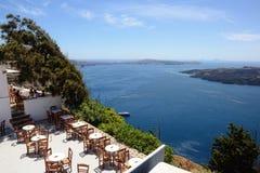 Взгляд над Fira Santorini, Грецией со своими типичными Белыми Домами стоковые изображения rf
