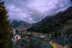 Взгляд над mountainvillage Стоковые Изображения