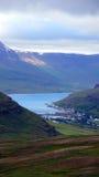 Взгляд на Seydisfjördur сверху на Исландии Стоковые Изображения