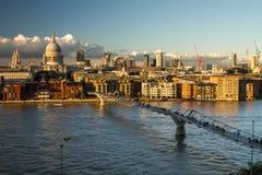 Взгляд на St Paul и городе, Лондоне, Великобритании Стоковые Изображения