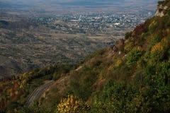 Взгляд на Stepanakert от горы стоковые фотографии rf