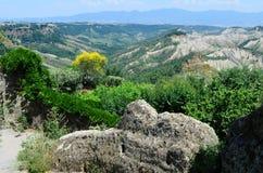 Взгляд неплодородных почв в Civita, Лацие, Италии стоковое изображение