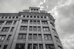 Взгляд низкого угла высокорослого офисного здания Стоковое Фото