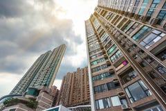 Взгляд низкого угла жилого квартала Гонконга Стоковое Фото