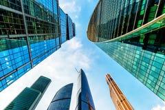 Взгляд низкого угла небоскребов Москв-города Стоковое Изображение RF