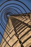 взгляд Низко-угла лестницы старой печной трубы ` s фабрики Стоковые Фото
