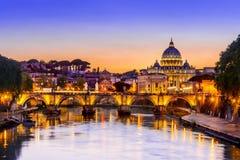 Взгляд ночи Ватикана, Рима, Италии Стоковое Фото