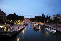 Взгляд ночи венецианской жизни Стоковая Фотография