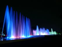 Взгляд ночи волшебной цепи воды сценарный современных водоструйных фонтанов в Лиме, Перу Стоковые Фото