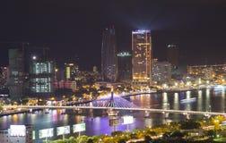 Взгляд ночи городского пейзажа горизонта от крыши башни города пляжа Da Nang Стоковая Фотография