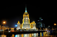 Взгляд ночи гостиницы Украины Стоковая Фотография