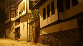 Взгляд ночи деревни традиционной тахты Anatolian, Safranbolu, Турции видеоматериал