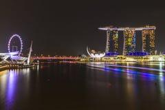 Взгляд ночи залива Марины, городского горизонта Сингапура Стоковые Фотографии RF