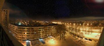 Взгляд ночи зимы города зон спать города Стоковые Изображения