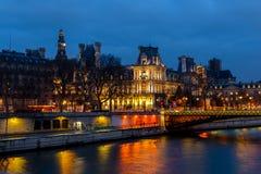 Взгляд ночи здание муниципалитета Парижа Гостиницы de Ville, Франции Стоковые Фото