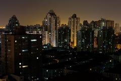 Взгляд ночи здания Стоковое Изображение