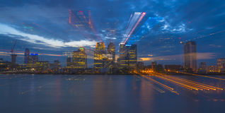 Взгляд ночи канереечного причала, Лондона, Великобритании Стоковые Фотографии RF