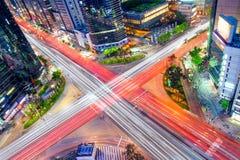 Взгляд ночи Кореи, движение ночи быстро проходит на Lotte в Сеуле Стоковое Изображение RF