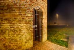 взгляд ночи колокольни в старой приходской церкви Стоковая Фотография