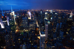 Взгляд ночи Манхаттана, Нью-Йорка стоковая фотография rf