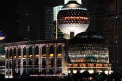 Взгляд ночи международной конференции CenterTower Шанхая Стоковые Изображения RF