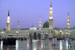Взгляд ночи мечети Nabawi, Medina, Саудовская Аравия Стоковые Изображения RF