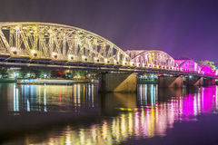 Взгляд ночи моста Truong Tien в оттенке Стоковые Фото