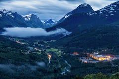 Взгляд ночи на ландшафте горы Норвегии Стоковые Фото