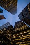 Взгляд ночи небоскребов города Торонто; посмотрите вверх Стоковая Фотография