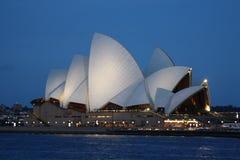 Взгляд ночи оперного театра Сиднея Стоковая Фотография