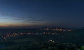Взгляд ночи от замка Tolstejn в горах Luzicke Стоковые Изображения RF