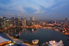 Взгляд ночи от залива Марины зашкурит skypark Сингапур Стоковое фото RF
