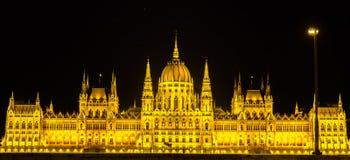 Взгляд ночи парламента Венгрии в Будапеште Стоковая Фотография RF
