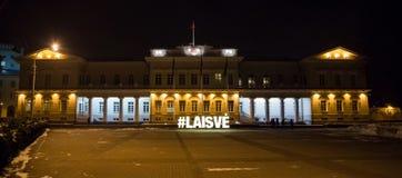 Взгляд ночи президентского дворца в Вильнюсе Стоковое фото RF