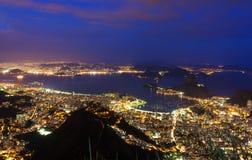 Взгляд ночи Рио-де-Жанейро, хлебца сахара горы Стоковое Фото