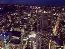 Взгляд ночи Сиднея сверху стоковые фото