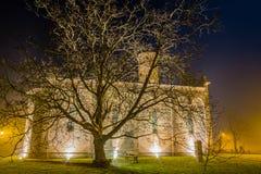 взгляд ночи старой приходской церкви Стоковое Изображение