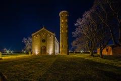 взгляд ночи старой приходской церкви Стоковое Фото