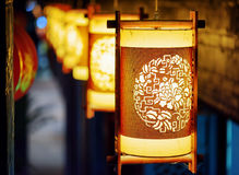 Взгляд ночи фонариков улицы традиционного китайския в Lijiang Стоковое фото RF