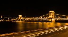 Взгляд ночи цепного моста в Будапеште Стоковое Изображение RF