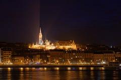 Взгляд ночи церков Mathias Стоковое фото RF