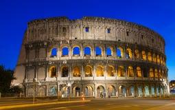 Взгляд ночи Colosseum в Риме Стоковые Фотографии RF