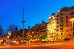 Взгляд ночи Passeig de Gracia в Барселоне Стоковое Фото