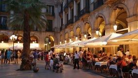 Взгляд ночи Placa Reial Барселона сток-видео