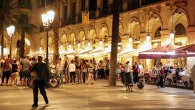 Взгляд ночи Placa Reial в Барселоне видеоматериал