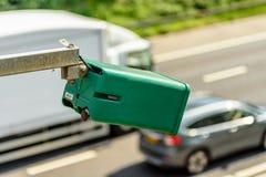 Взгляд дня камеры движения средней скорости над шоссе Великобритании Стоковое Изображение