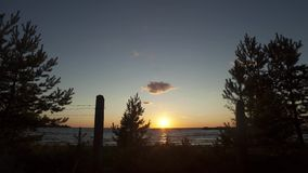 Взгляд дня прошел мимо на побережье моря зеленые валы Природа Заход солнца Timelapse видеоматериал