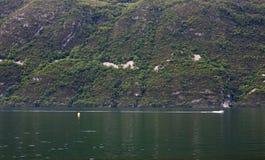 Взгляд озера Bourget AIX-les-bains, в французских горных вершинах, Франция, 0 Стоковая Фотография RF