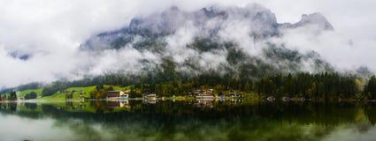Взгляд озера Hintersee полно- Стоковая Фотография RF